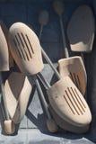 Hölzerne Schuh-Bahre Stockbilder