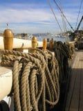 Hölzerne Segelboot-Schiene u. Takelung Stockfotografie