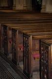 Hölzerne Sitze in der Bad-Abtei im Bad, Somerset, England Lizenzfreies Stockfoto