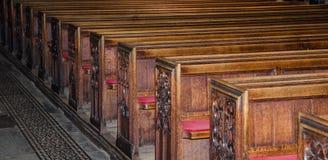 Hölzerne Sitze in der Bad-Abtei im Bad, Somerset, England Lizenzfreie Stockfotos