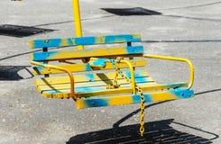 Hölzerne Sitze eines Karussells lizenzfreies stockbild