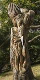 Hölzerne Skulptur des Eisvogels und der Fische bei Knaresborough Lizenzfreies Stockbild