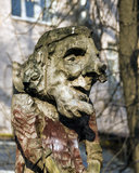 Hölzerne Skulptur von Baba Yaga Lizenzfreie Stockfotos
