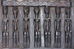 Hölzerne Skulpturen von Afrika lizenzfreie stockbilder