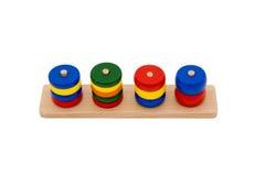 Hölzerne Spielwaren als Puzzlespiel mit verschiedenen Formen lokalisiert auf Weiß Lizenzfreies Stockbild