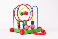 Hölzerne Spielwaren der frühen Entwicklung des Kindes auf Weiß Stockbild