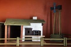 Hölzerne Spielwaren schwarzer Hintergrund Kleiner Bauernhof stockfotos