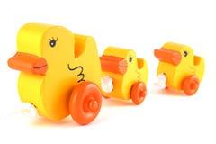 Hölzerne Spielzeug-Enten Lizenzfreie Stockfotos