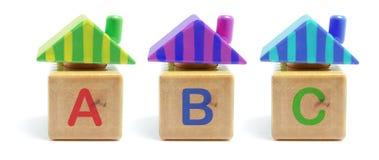 Hölzerne Spielzeug-Häuser Stockbilder