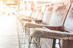 Hölzerne Stühle Stockfotos