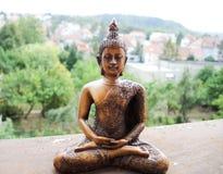 Hölzerne Statue Buddhas in der Meditation lizenzfreie stockbilder