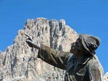 Hölzerne Statue mit seinem Finger oben Stockbilder
