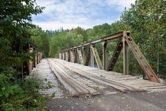 Hölzerne Straßenbrücke lizenzfreie stockfotos