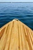 Hölzerne Streifen-Bogen-Plattform des hölzernen Bootes Stockfoto