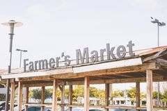 Hölzerne Struktur des Marktes des Landwirts stockbilder