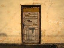 Hölzerne Tür. Lizenzfreies Stockfoto