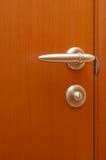 Hölzerne Tür mit dem Griff Lizenzfreie Stockfotos