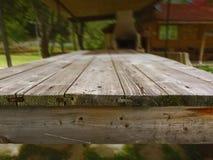 Hölzerne Tabelle gemacht von den hölzernen Planken Lizenzfreie Stockbilder