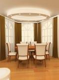 Hölzerne Tabelle mit Lehnsessel durch die großen Fenster Lizenzfreie Stockfotos