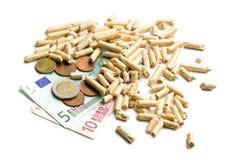 Hölzerne Tabletten als ökologische und ökonomische Heizung Stockfotografie