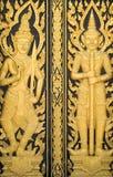 Hölzerne Tempeltür in Thailand Lizenzfreie Stockfotografie