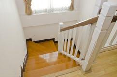 Hölzerne Treppe stockbild
