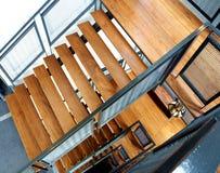 Hölzerne Treppe am Gebäude Lizenzfreie Stockfotografie