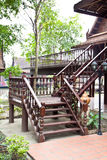 Hölzerne Treppe von Thiland Haus Stockbilder