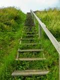 Hölzerne Treppen, die in den Himmel erreichen Lizenzfreie Stockbilder