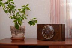Hölzerne Uhr der Weinlese Stockfotografie