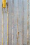 Hölzerne und Bambuswand mit Lampe Stockfotos