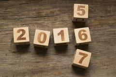 2016 hölzerne Würfel des neuen Jahres Stockbild