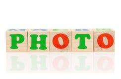 Hölzerne Würfel mit Buchstaben Lizenzfreie Stockbilder