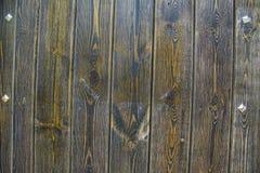 Hölzerne Wand-Beschaffenheit mit Metalldetails Stockbilder