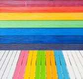 Hölzerne Wand der multi Farbe Stockbilder