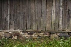 Hölzerne Wand des ländlichen Hauses für Hintergrund und Beschaffenheit Stockbild