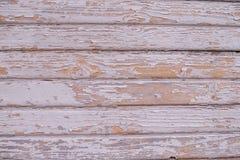 Hölzerne Wand mit weißer Schalenfarbe für Hintergrund stockfotos