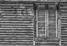 Hölzerne Wand und Fenster in Schwarzweiss Lizenzfreie Stockfotos