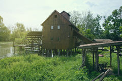 Hölzerne Wassermühle Stockfotografie