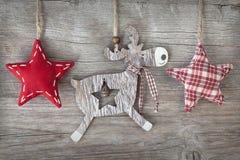 Hölzerne Weihnachtsrotwild Stockfotos