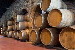 Hölzerne Weinfässer Stockbild