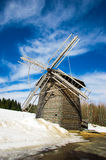 Hölzerne Windmühle lizenzfreie stockfotos