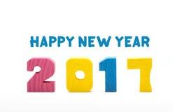 Hölzerne Zahl des bunten 2017-guten Rutsch ins Neue Jahr-Spielzeugs lokalisiert auf weißem b Stockbilder