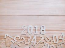 Hölzerne Zahl des neuen Jahres 2018 auf hölzernem Hintergrund Stockbild