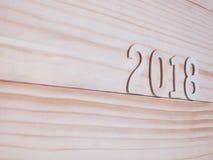 Hölzerne Zahl des neuen Jahres 2018 auf hölzernem Hintergrund Stockfotos