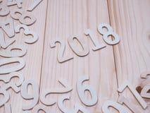 Hölzerne Zahl des neuen Jahres 2018 auf hölzernem Hintergrund Lizenzfreies Stockfoto