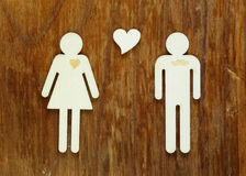 Hölzerne Zahlen von Männern und von Frauen Stockbild