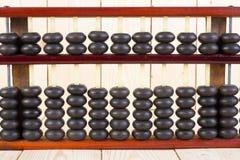 Hölzerner Abakus auf Tabellenholzbeschaffenheit Stockfotos