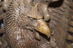 Hölzerner Adlerabschluß oben als Skulptur Lizenzfreie Stockfotos