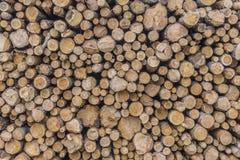 Hölzerner Beschaffenheitshintergrund des Brennholzes oder der Klotz lizenzfreie stockbilder